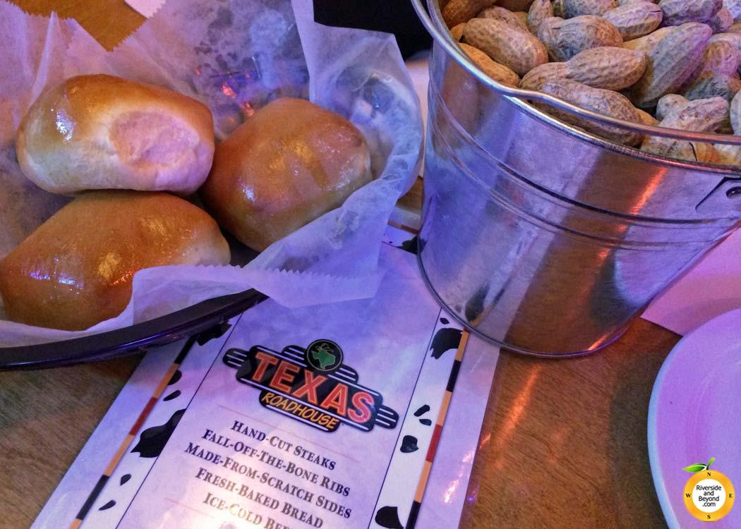 texas-roadhouse-bread-peanuts-20140721-corona