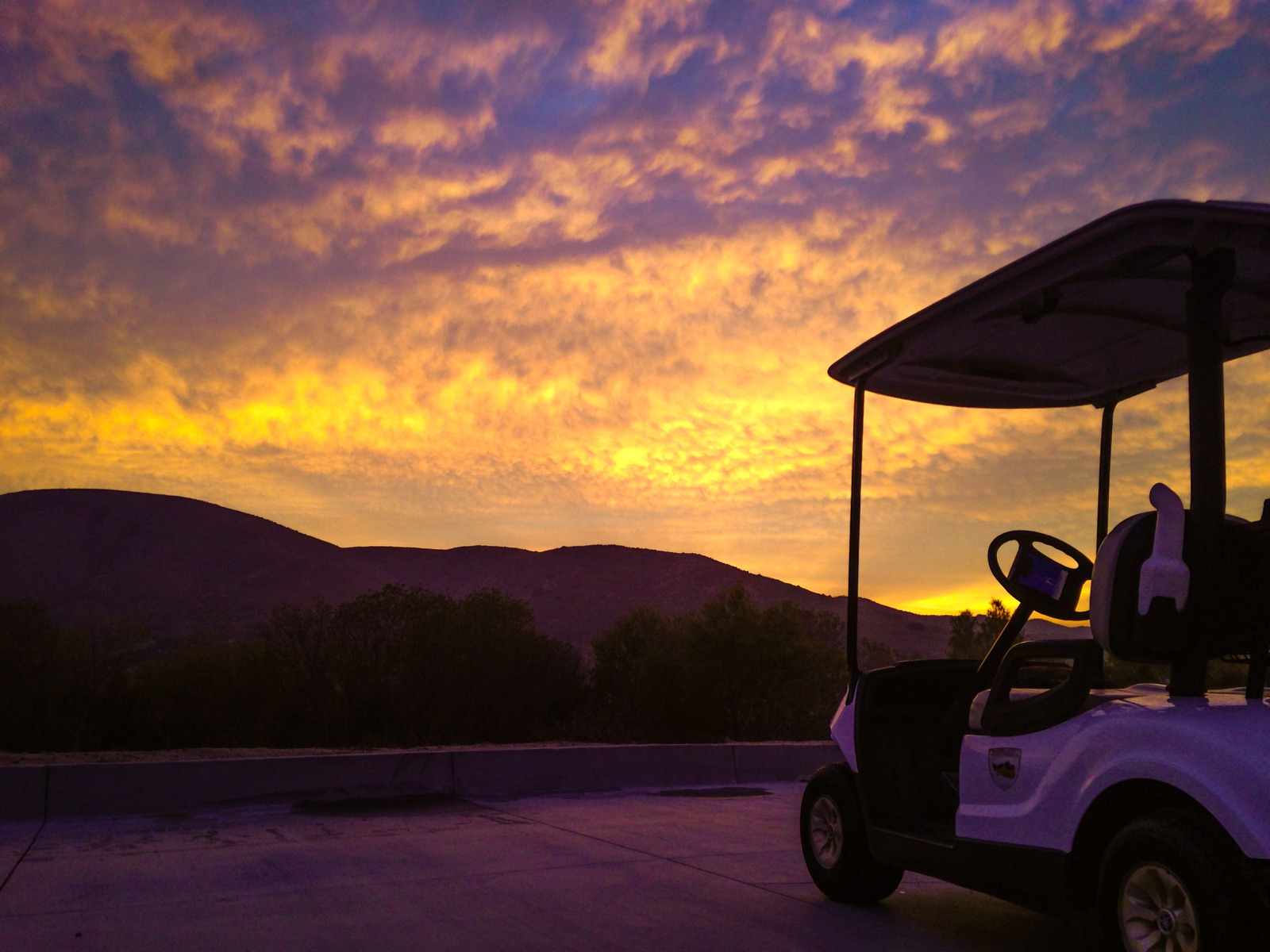 Dos Lagos Golf at sunset.